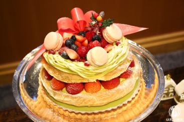 クリスマスリースのパリブレスト〜ピスタチオのクリーム〜