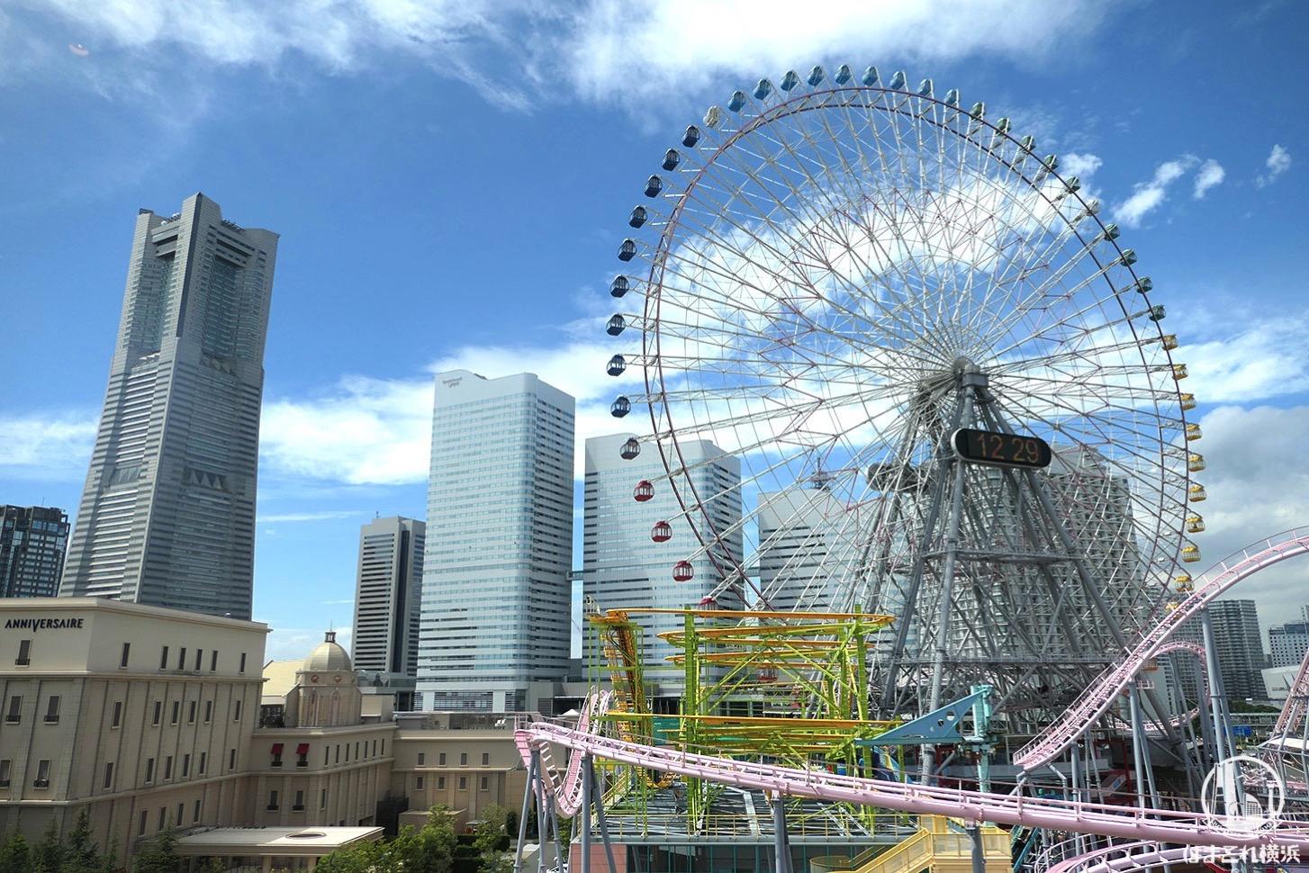 窓から見える横浜ランドマークタワー