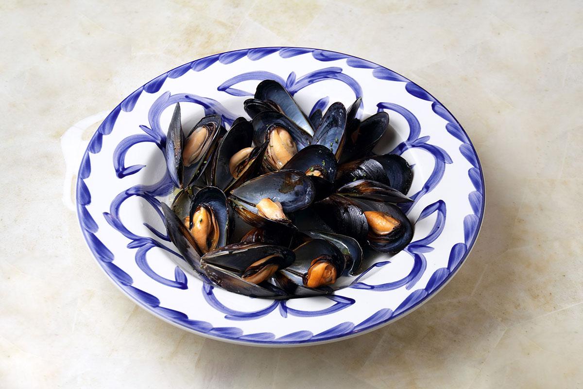 ムール貝の白ワイン蒸し 2,350円