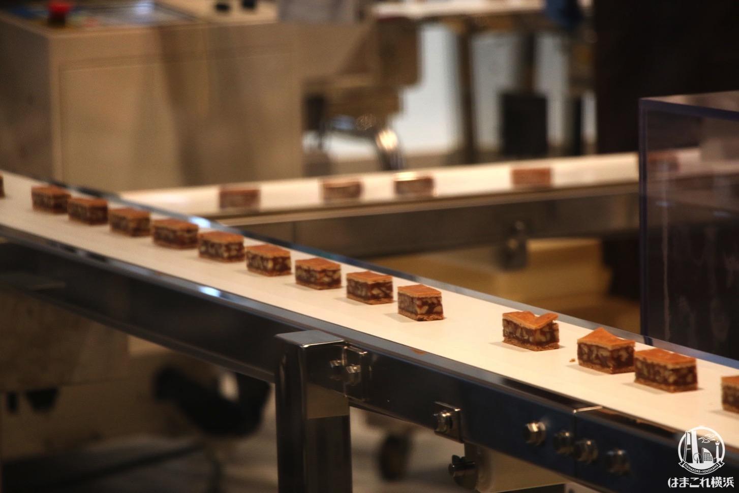 鎌倉紅谷 クルミッ子ファクトリーは製造工程見れて作れて味わえる!横浜ハンマーヘッド