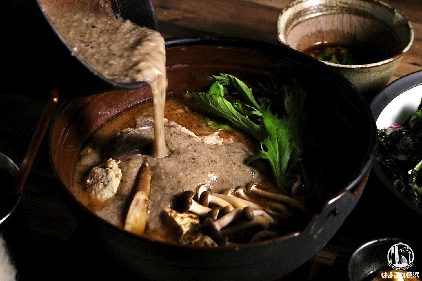 自然薯とろろ味噌鍋 1,980円、〆物 雑炊もしくは、おうどん 500円