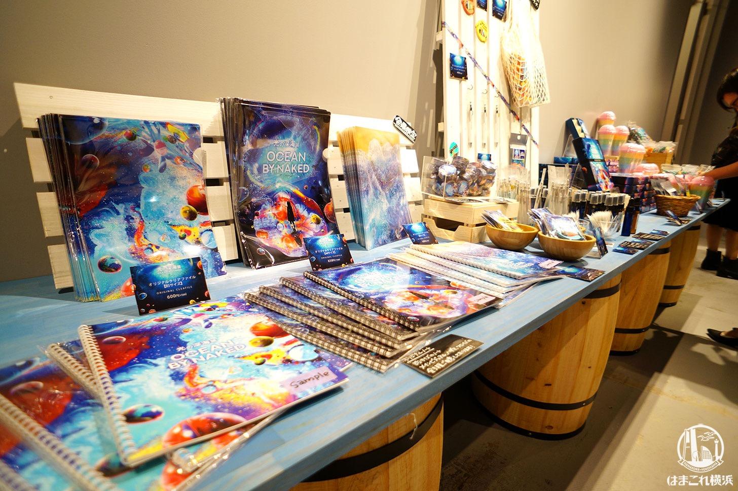 オーシャン バイ ネイキッド 光の深海展「物販エリア」
