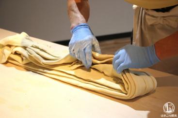 新横浜ラーメン博物館で青竹打ち麺作り体験開始!粉から作って試食まで