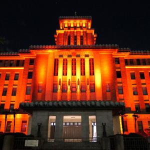 神奈川県庁がライトアップしてカラフル!期間限定の特別演出