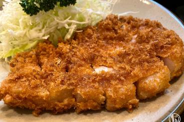 横浜「丸和」で極厚・旨味濃厚とんかつランチ!名店でとんかつの概念変わる