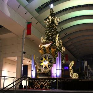 2019年 クイーンズスクエア横浜のクリスマスツリー点灯!光で彩り音楽を奏でるツリー