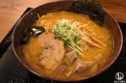 白樺山荘 横浜ハンマーヘッド店で行列並んで札幌の味噌ラーメン食べて来た!