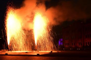横浜赤レンガ倉庫で豊橋発祥の手筒花火を11月2日に特別放揚!