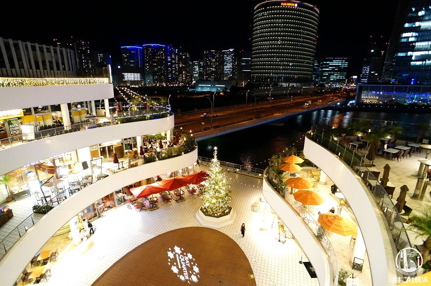 横浜ベイクォーター クリスマスツリーと夜景