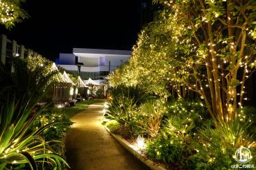 横浜ベイクォーター屋上のクリスマスイルミネーションが隠れお洒落!広場にツリーも