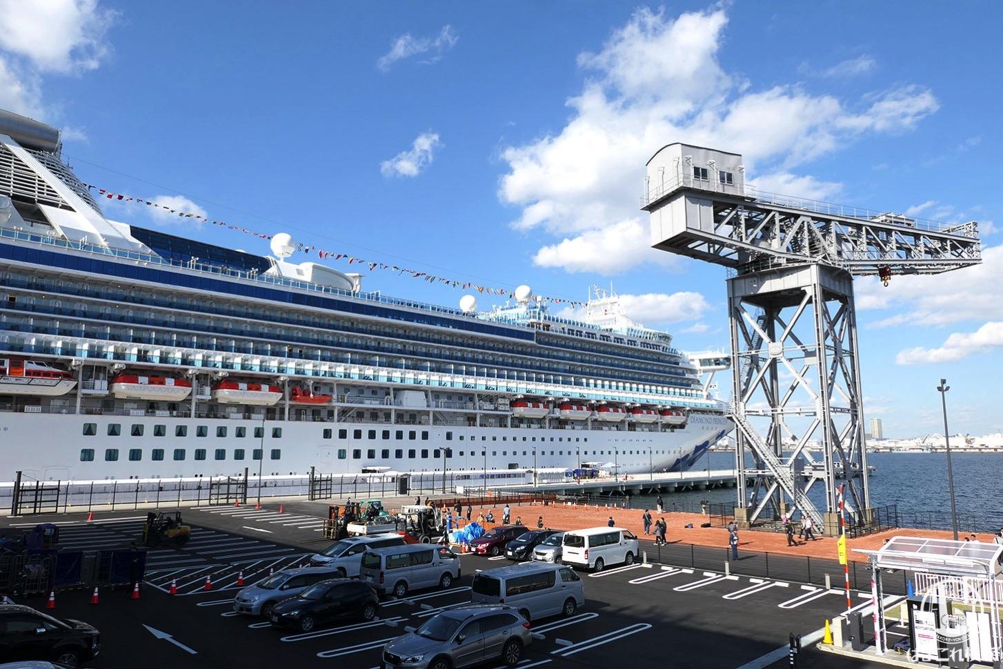 新港ふ頭客船ターミナル(横浜ハンマーヘッド)初の大型客船着岸!大さん橋の飛鳥IIと共演