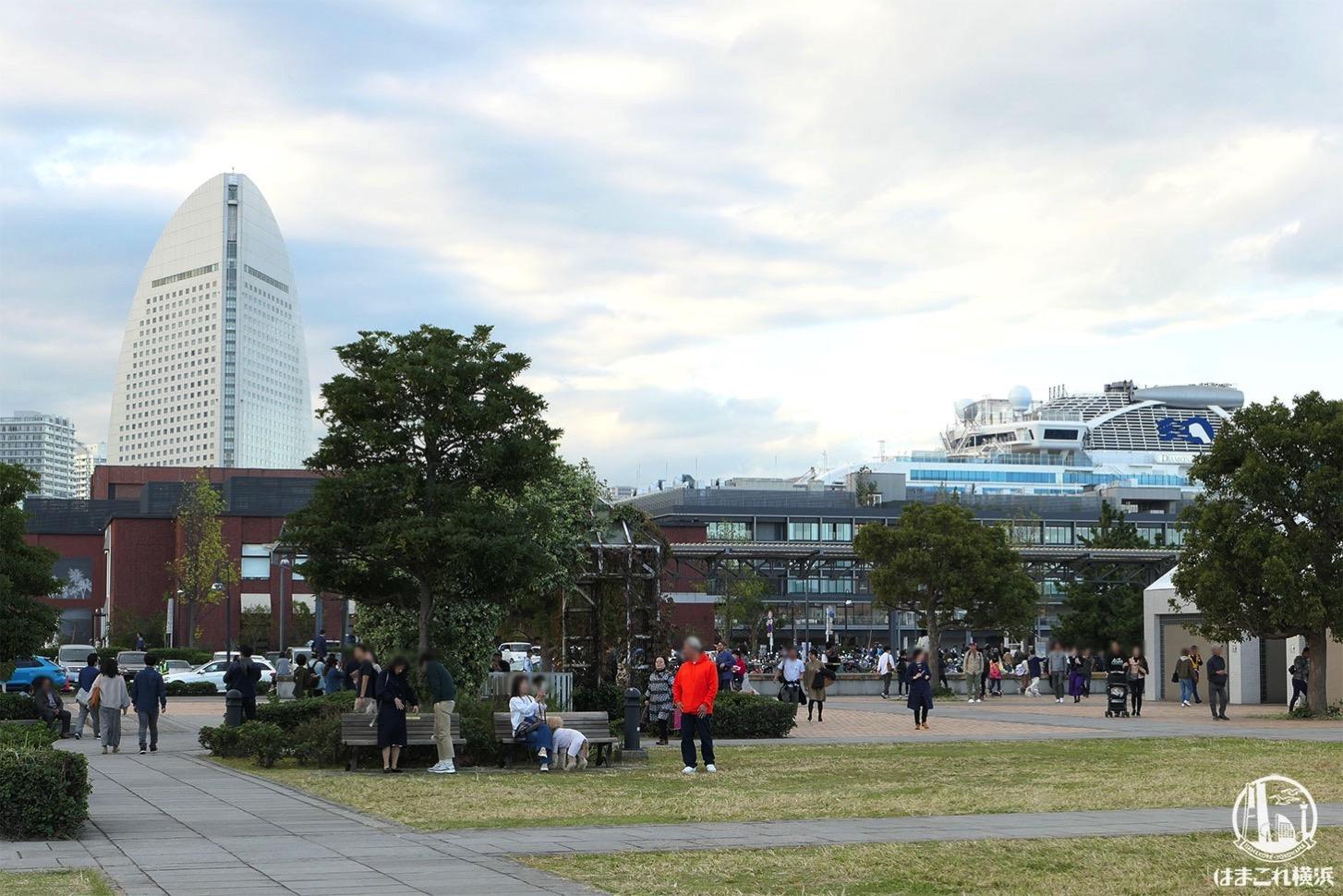 横浜赤レンガ倉庫から見たダイヤモンド・プリンセス