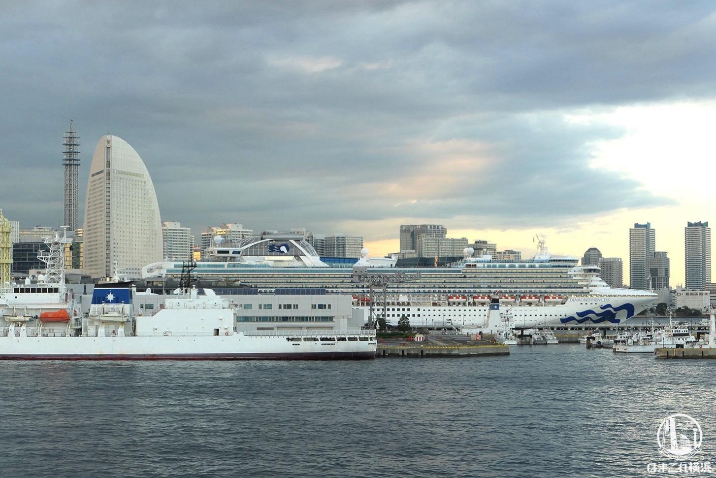 新港ふ頭客船ターミナルに着岸しているダイヤモンド・プリンセス