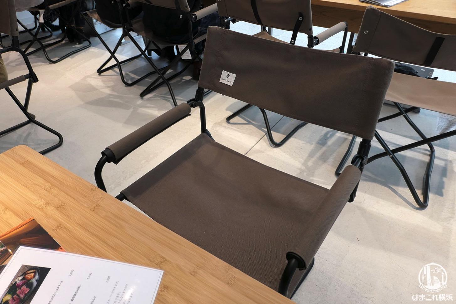 南町田グランベリーパーク「スノーピーク」店内テーブル席