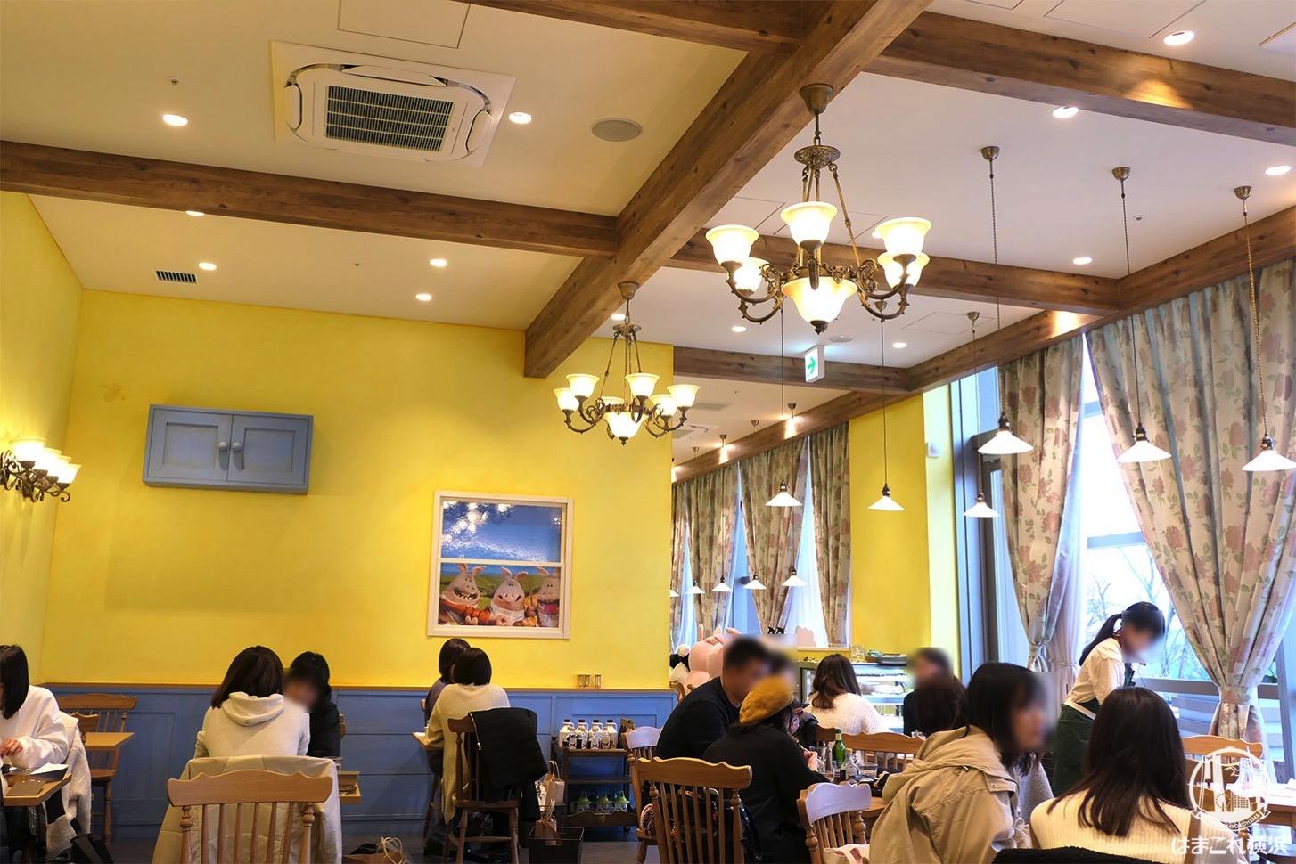 ひつじのショーンビレッジ ショップ&カフェ カフェ店内