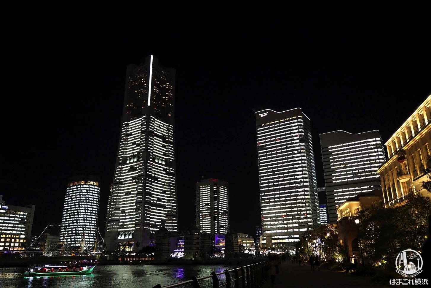 運河沿いから見た横浜の夜景・タワーズミライト