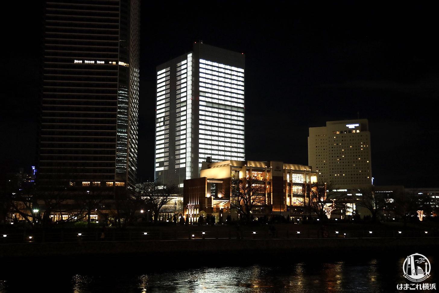 横浜市の新市庁舎 全館点灯