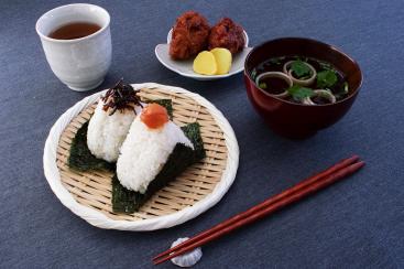 おにぎりカフェ うめ乃が新横浜駅にオープン!全国の美味しいお米に出会える場所