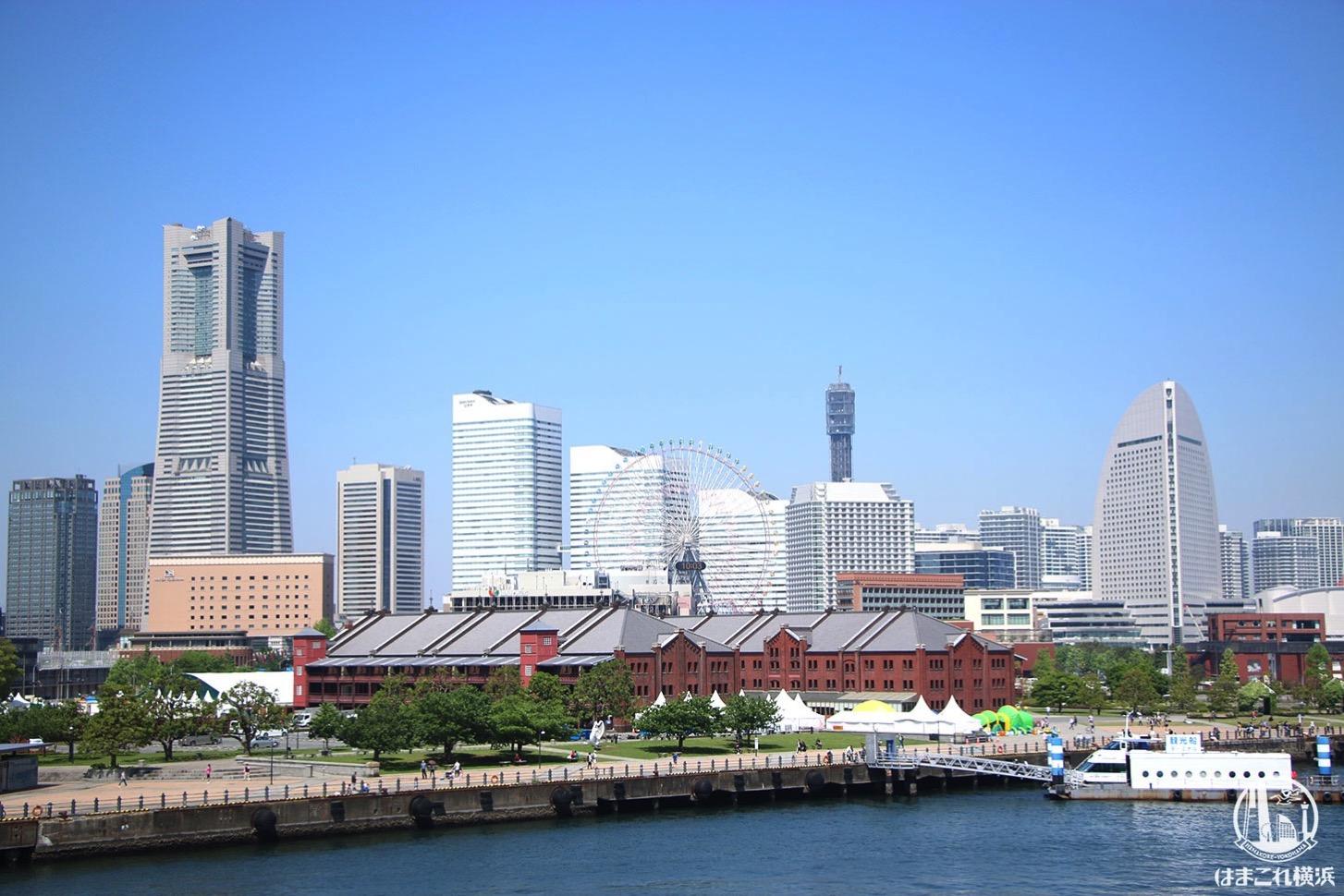 横浜港大さん橋国際客船ターミナル 屋上から見たみなとみらいの景色