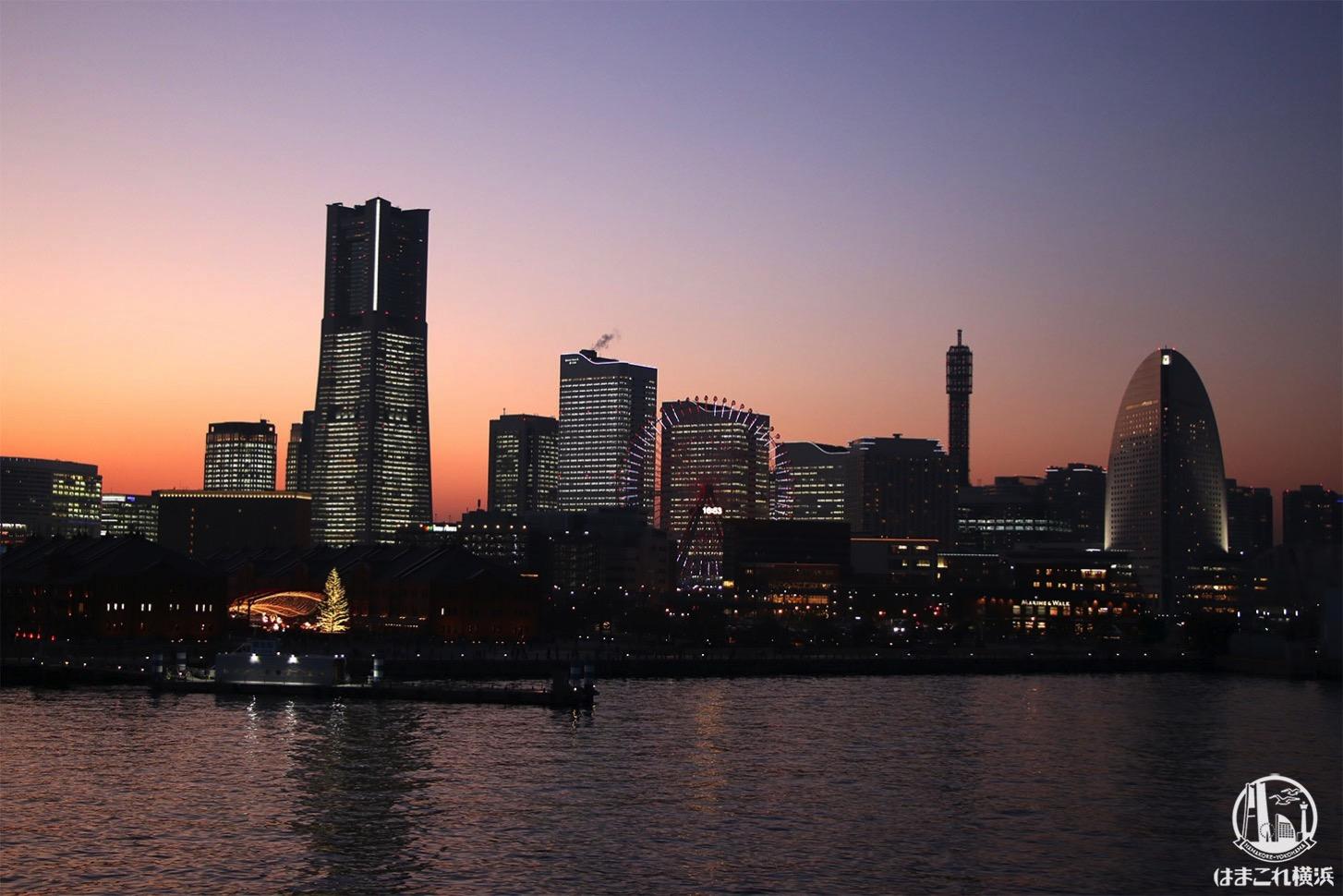 横浜港大さん橋国際客船ターミナル 屋上から見たみなとみらいの夕景