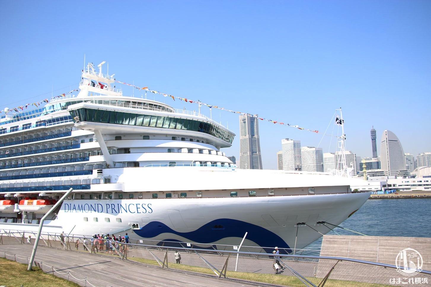 横浜港大さん橋国際客船ターミナル 着岸中の大型客船