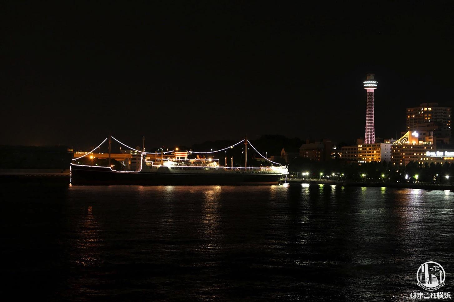 横浜港大さん橋国際客船ターミナル 屋上から見た横浜マリンタワーと氷川丸