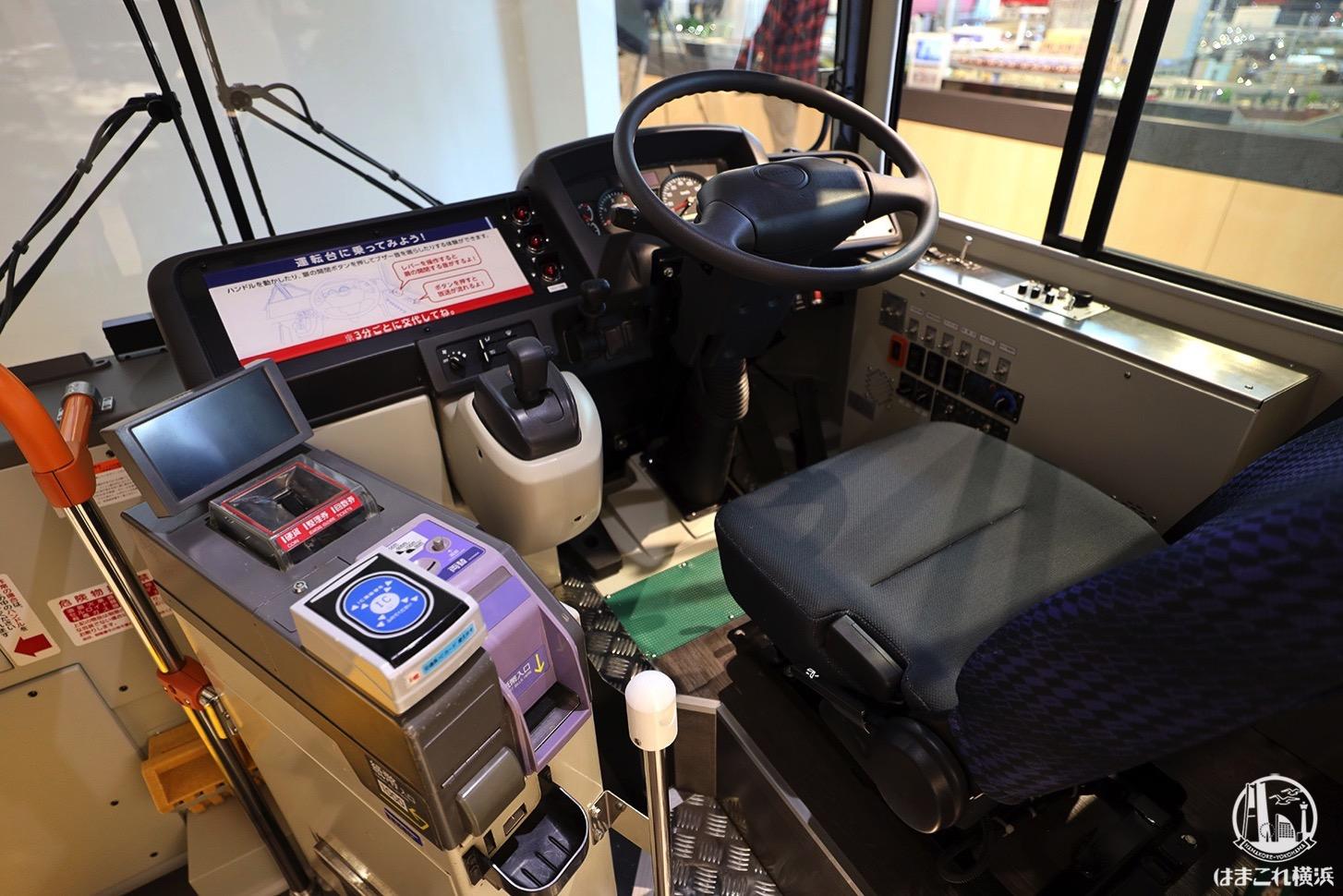 京急バス 運転台
