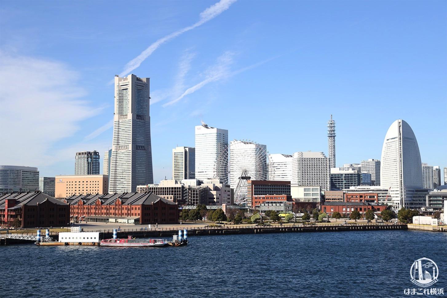 横浜港大さん橋国際客船ターミナルから見たみなとみらいの景色
