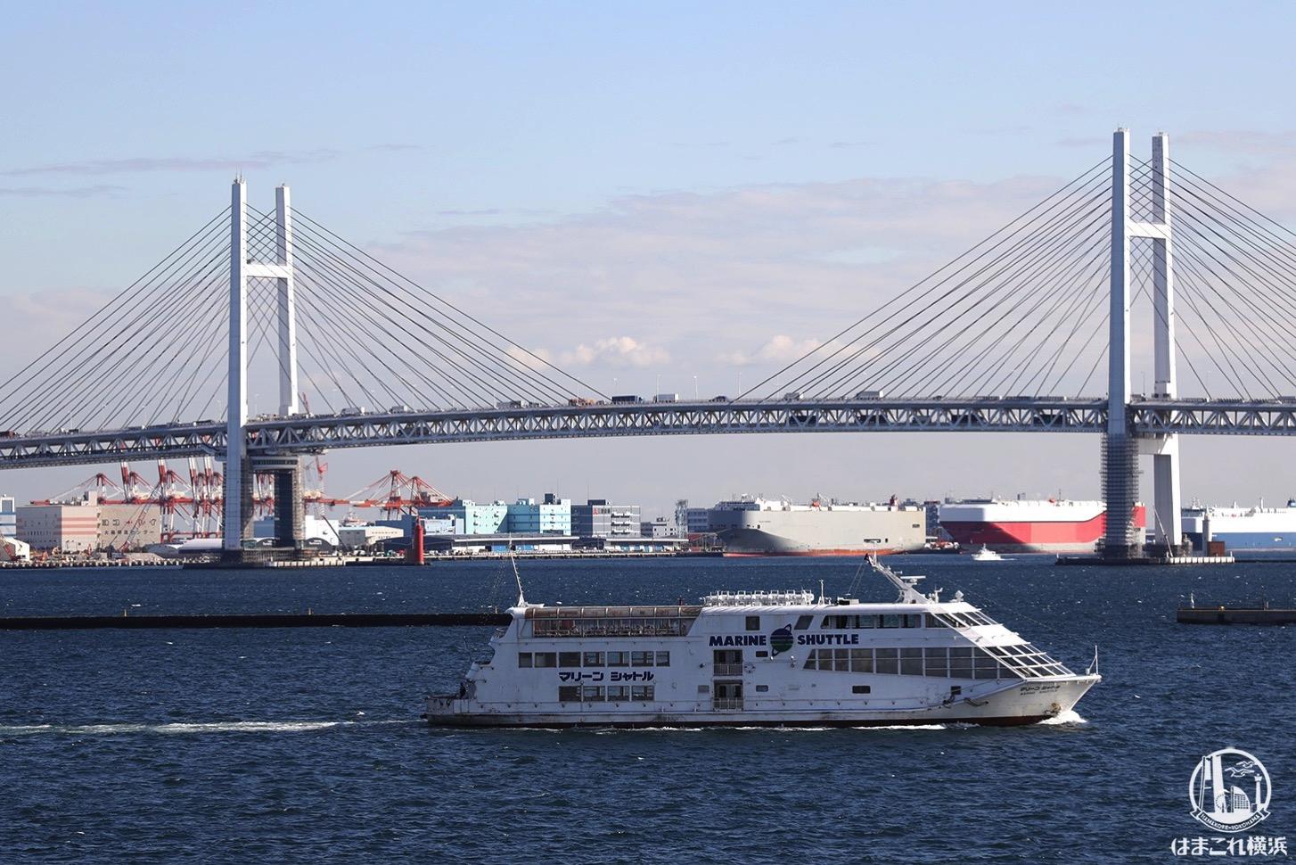 横浜港大さん橋国際客船ターミナルから見た横浜ベイブリッジ