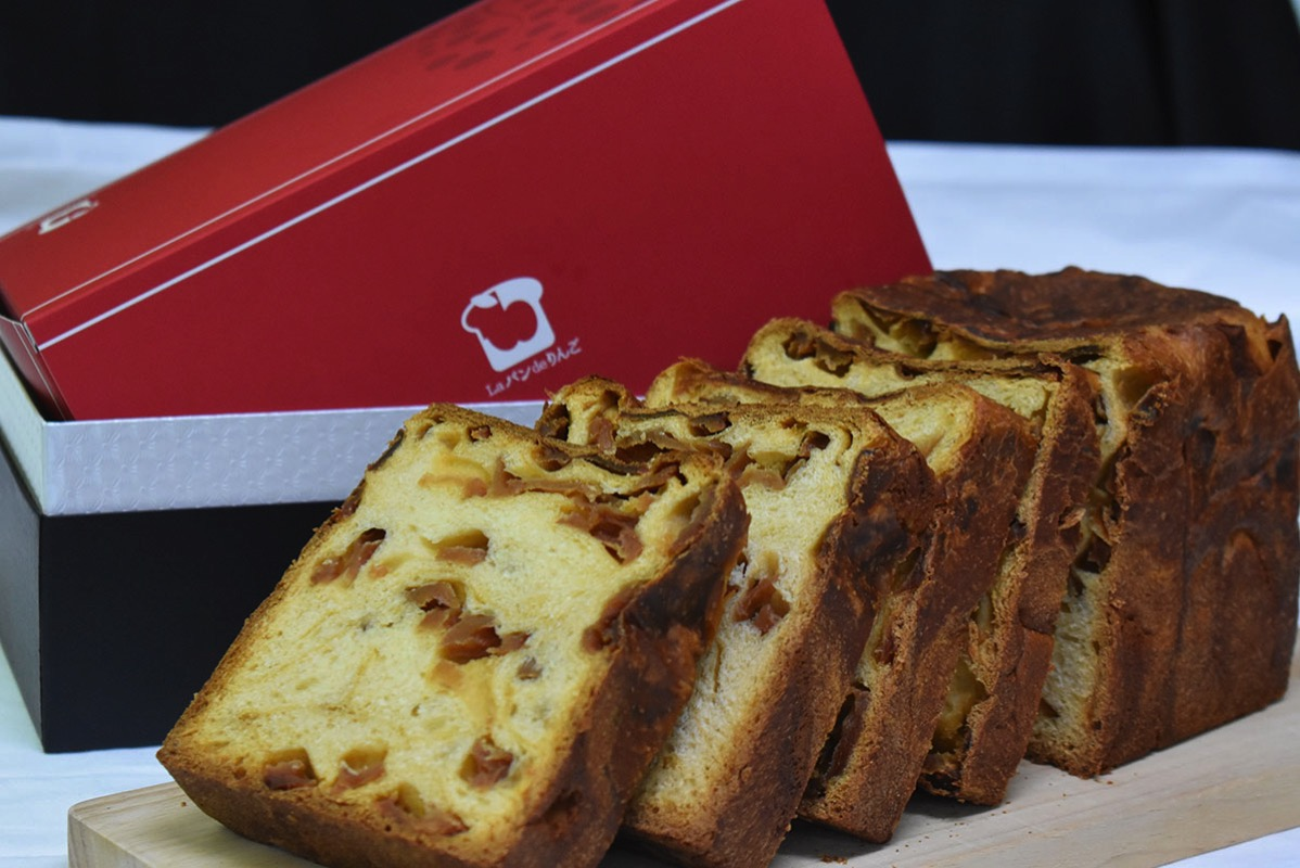 リトルプリンセス限定パン「神聖なる三つのりんご食パン」