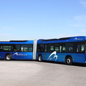 国産初の連節バス「ベイサイドブルー」お披露目!横浜駅と山下ふ頭繋ぐバス路線