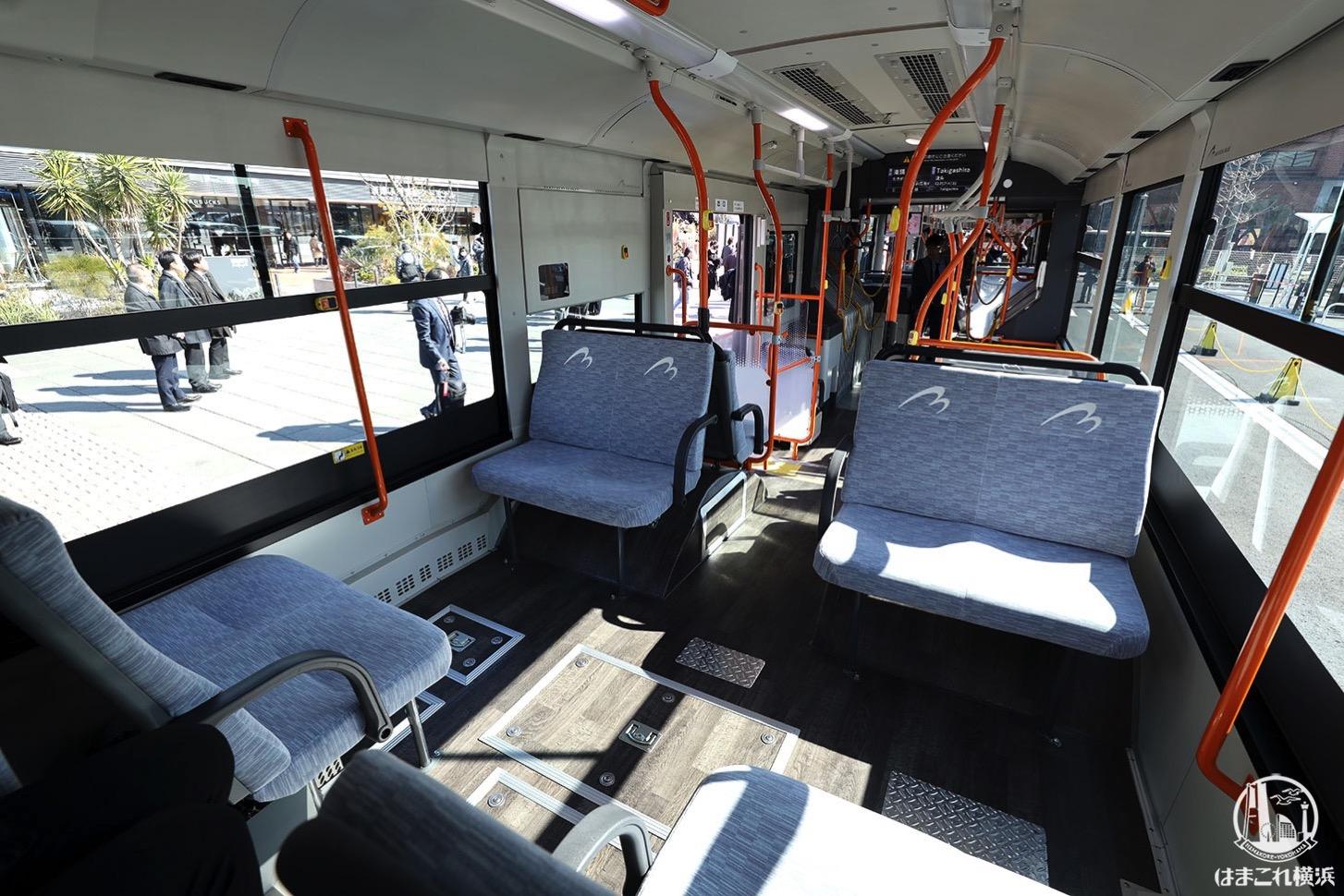 連節バス「ベイサイドブルー」車内 ボックス席