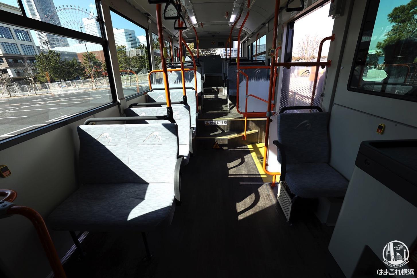 連節バス「ベイサイドブルー」車内 様々な席