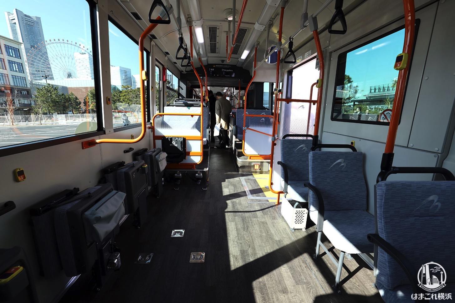 連節バス「ベイサイドブルー」車内 ノンステップエリア