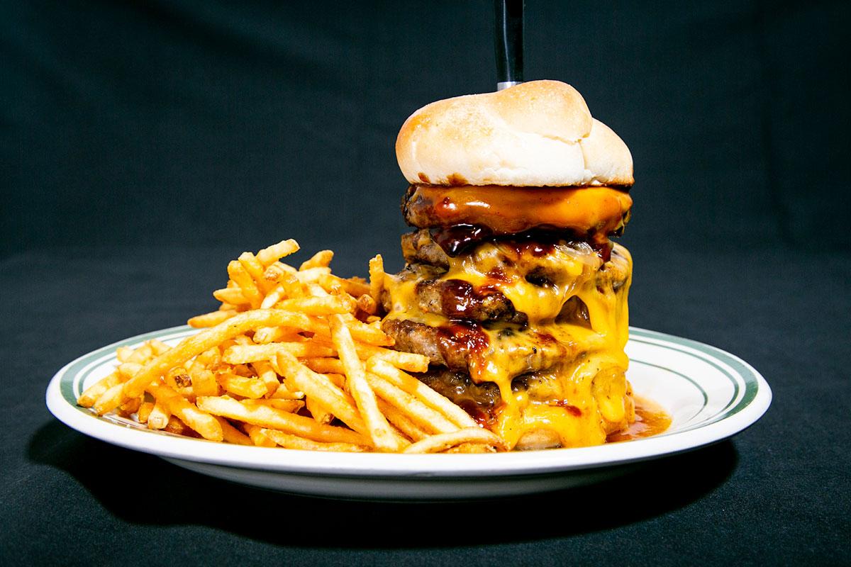 ダイゴミバーガー 1ポンドover肉タワーチーズバーガー