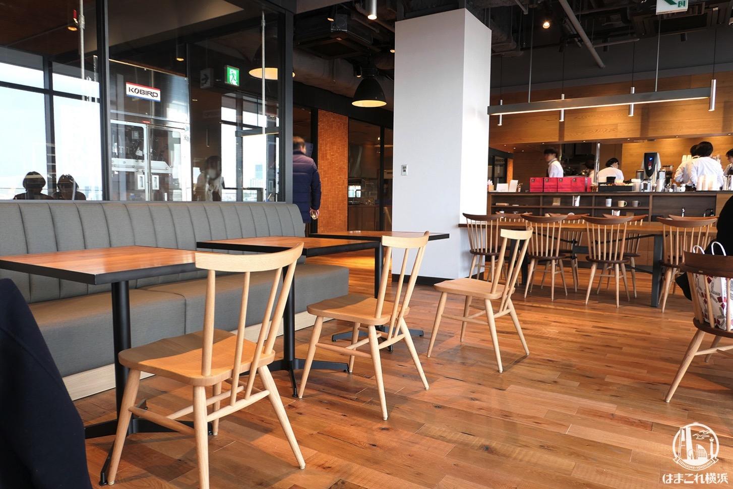 横浜ハンマーヘッド「クルミッ子ファクトリー」店内奥のカフェ