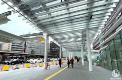 横浜駅西口 駅前広場の屋根が一部お披露目、通行可能に