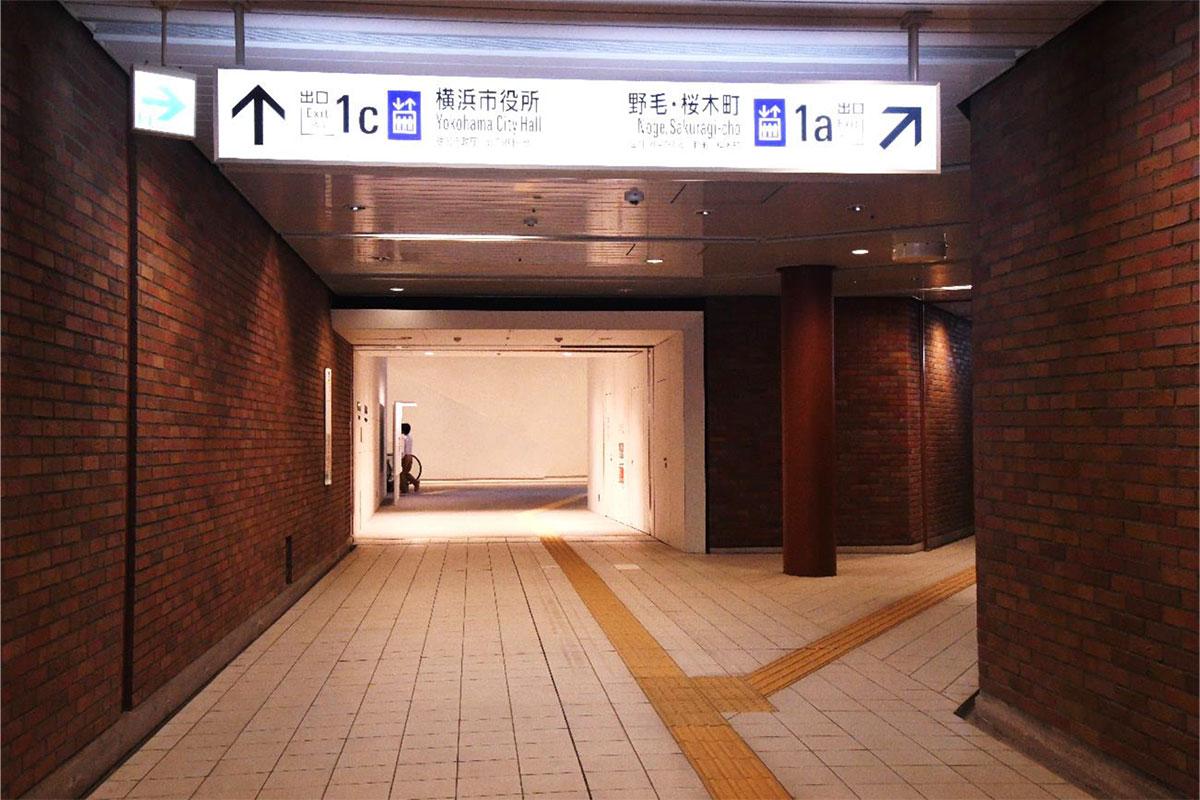 横浜市役所連絡口(馬車道駅 1c 出入口)