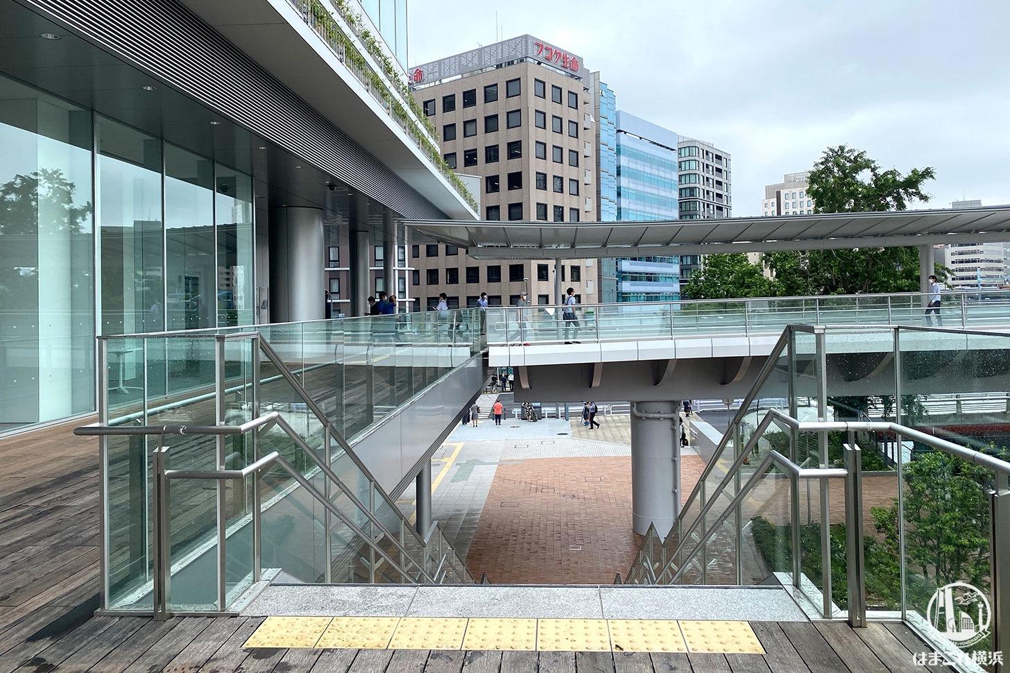 横浜市庁舎 歩行者デッキ