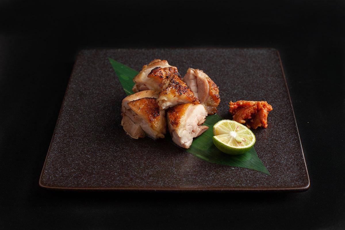 丹波黒鶏もも肉の炭火焼き