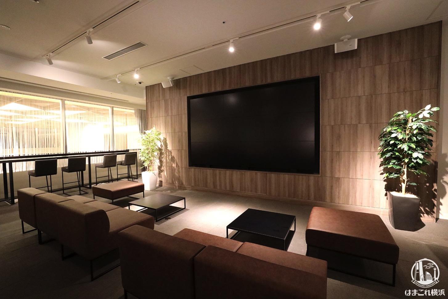 横浜駅 映画館「T・ジョイ横浜」ラウンジ