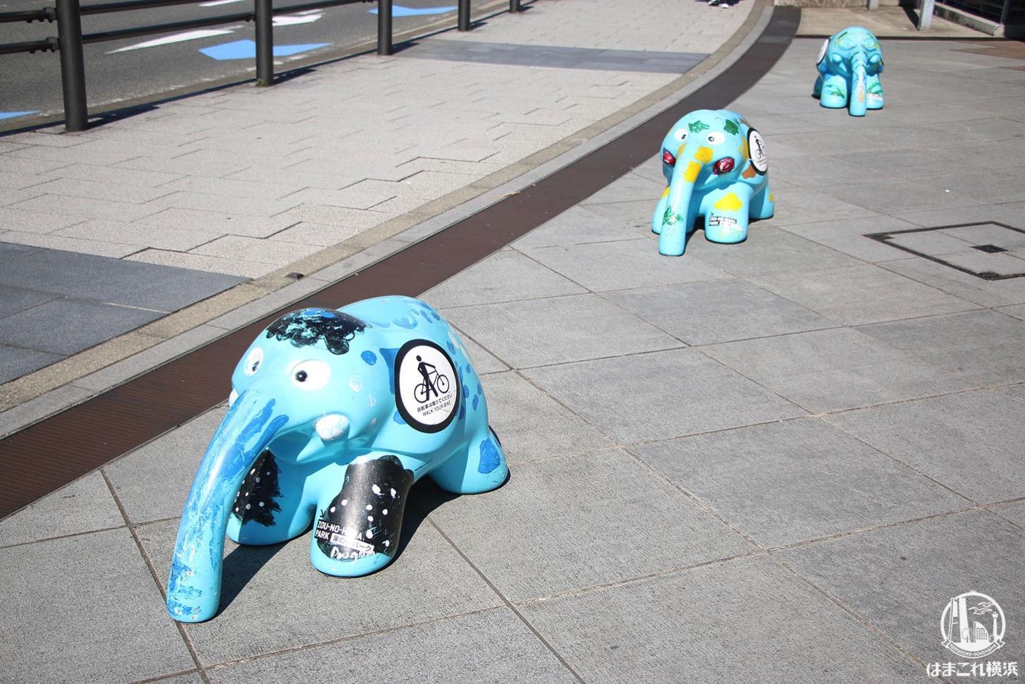 青い象「ペリー」