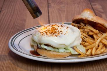 チーズバーガー専門店「ダイゴミ バーガー」に炙りモッツアレラのバーガーなど3つの新メニュー!