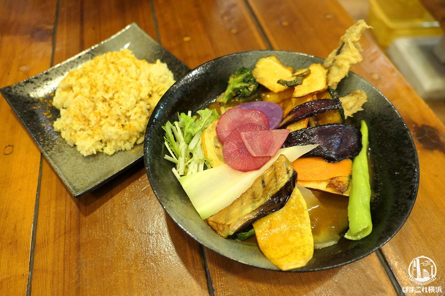 チキンと鎌倉野菜16品野菜のスープカレー