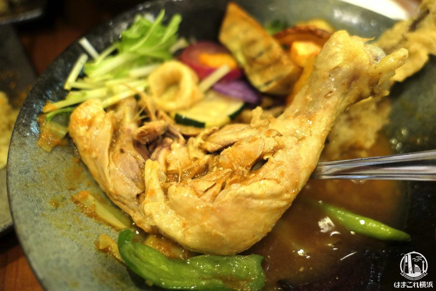 チキンと鎌倉野菜16品野菜のスープカレー 骨付きチキン