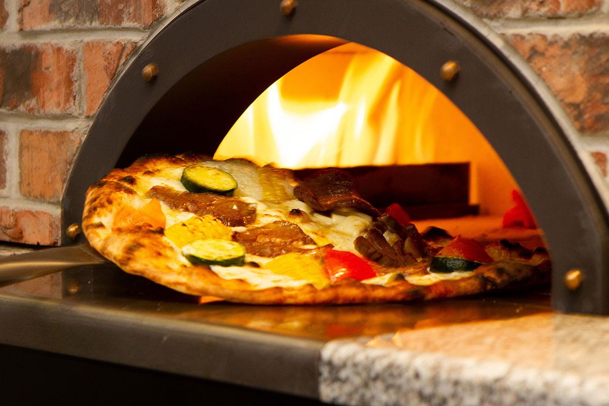 500度の特製窯で焼き上げるピッツァ