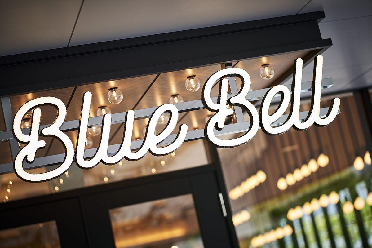 ぴあアリーナMM併設カフェ「The Blue Bell」オープン!窯焼きピザやパンケーキなど