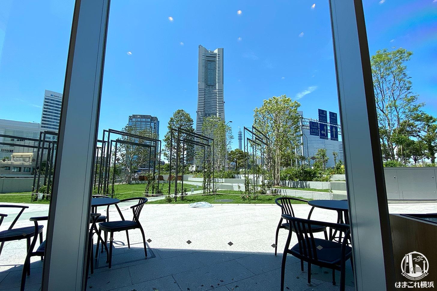 スターバックス 横浜市役所 ラクシス フロント店 席から見た横浜ランドマークタワー