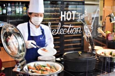 横浜ベイホテル東急、ランチブッフェをキッチンスタジアム「NEXT」として提供