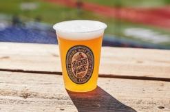 横浜DeNA、球団オリジナル醸造ビールの新味「BAYSTARS WHITE」発売